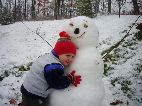 Snowman Hug (500x375)