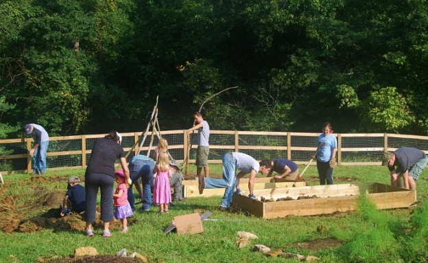 A great turnout for the installation of the raised beds!