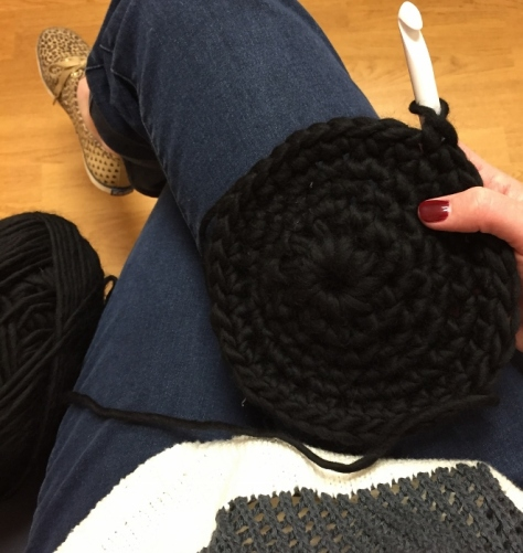 Crochet while you wait (a black wool hat)