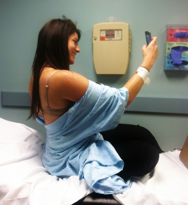See? Here's Spy Sister taking selfies in the ER. HAhhHAHahhaha